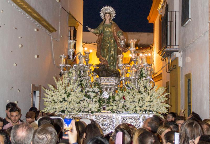 Los Molares celebró su tradicional procesión de Santa Marta