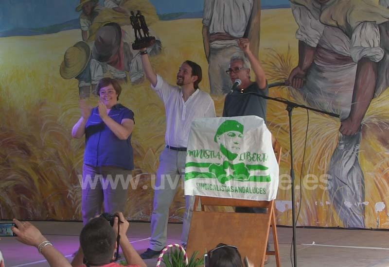 Pablo Iglesias recoge en El Coronil el reconocimiento otorgado a Podemos por el SAT
