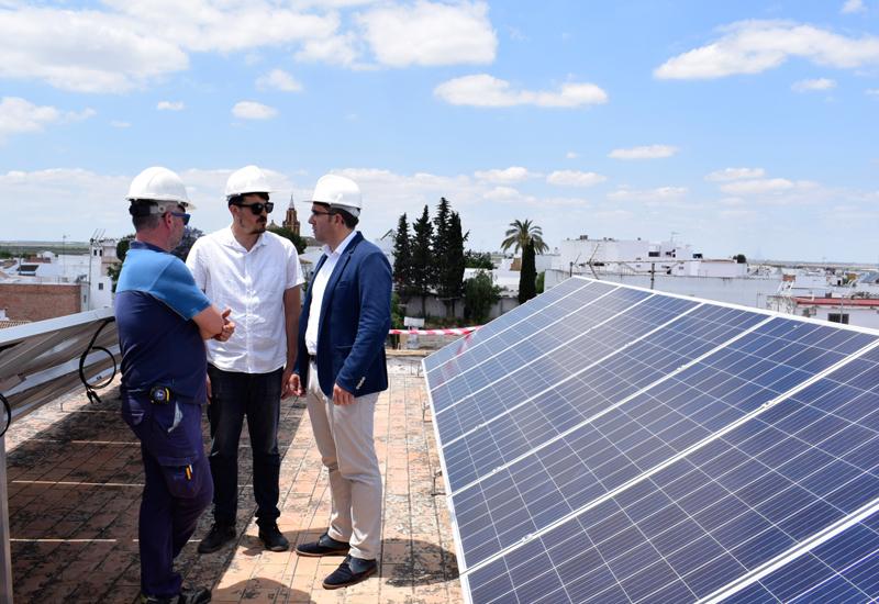 EL AYUNTAMIENTO DE LOS PALACIOS Y VILLAFRANCA APUESTA POR LAS ENERGÍAS SOSTENIBLES