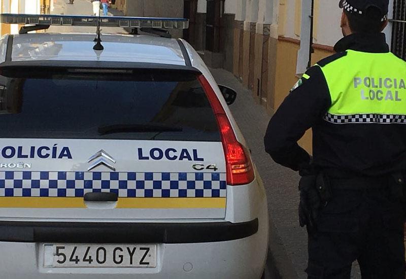 LA POLICÍA LOCAL DE UTRERA LOCALIZA Y DENUNCIA DOS TAXIS PIRATAS