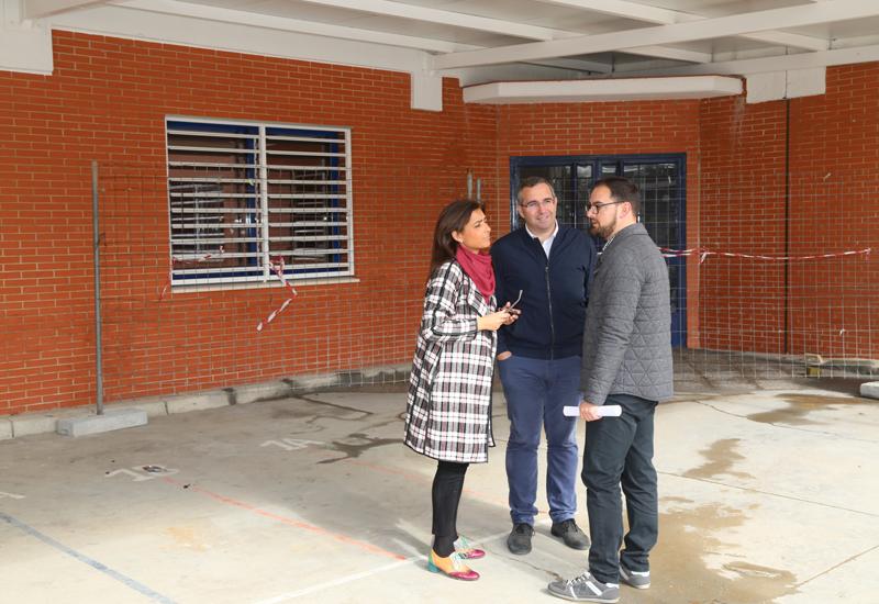 EL AYUNTAMIENTO DE LOS PALACIOS Y VILLAFRANCA REALIZA MEJORAS EN EL CEIP MARÍA AUXILIADORA