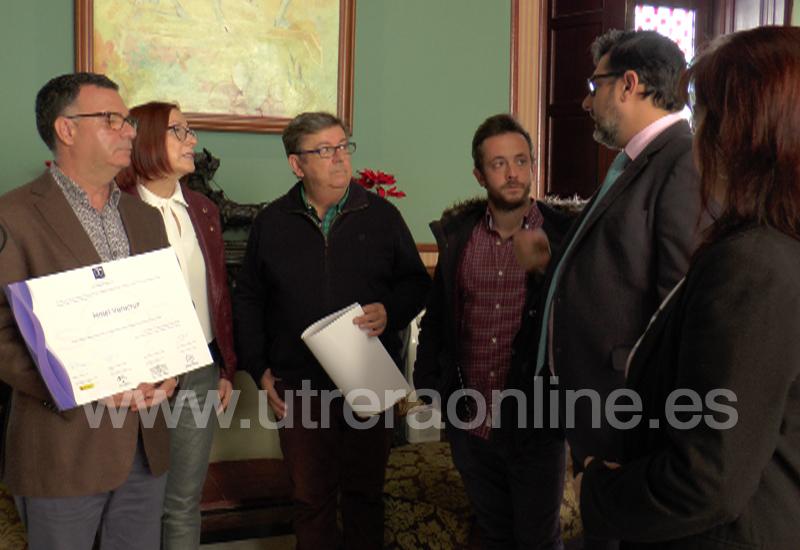 EL ALCALDE DE UTRERA ENTREGA A CUATRO COMERCIOS UTRERANOS LOS DIPLOMAS DE CALIDAD TURÍSTICA EN DESTINO